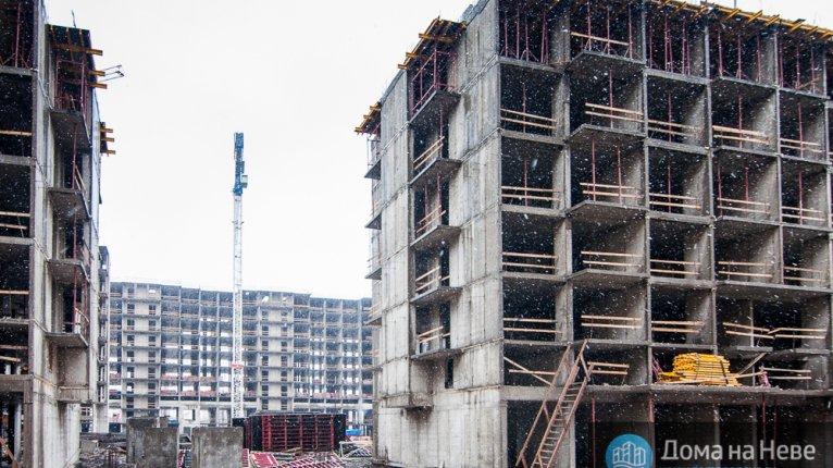 «Московский квартал»: 3-ая очередь на заднем плане, 2-ая на переднем Дата съёмки: 08.11.2014