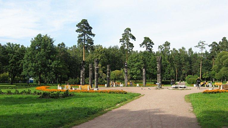 «Лиственный»: Рядом с комплексом находится прекрасное место отдыха — парк «Сосновка»