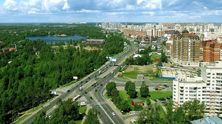 Leningrad («Ленинград»): Вид из окон дома
