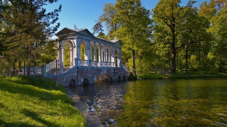 «Царский двор»: г. Пушкин: живописные парки и дворцы (полчаса на транспорте)