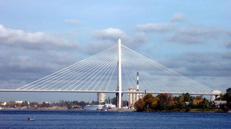 «Молодежный»: Недалеко от ЖК находится  неразводной Большой Обуховский мост