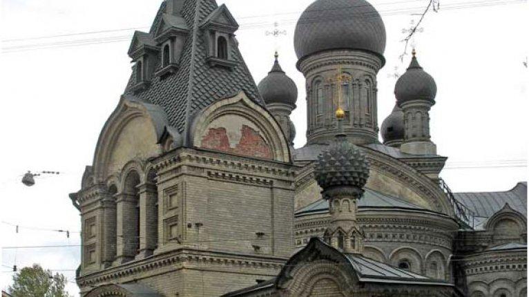 «Адмирал»: Напротив дома расположен храм подворья Валаамского монастыря