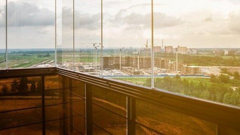 «Солнечный»: Безрамное остекление балконов