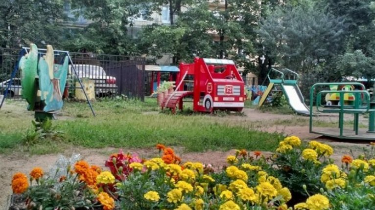«Добрыня»: Детские площадки есть и в соседних дворах