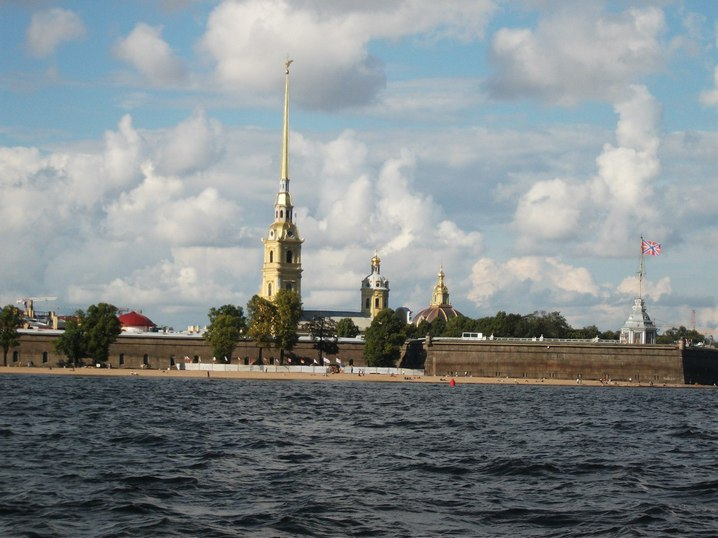 Вид на Петропавловскую крепость