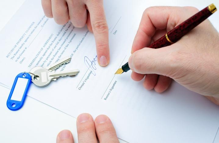Собираем документы на покупку квартиры. Фото: Alexander Raths - Fotolia.com